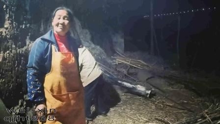 第91集:云南古法巧家小碗红糖熬制之用3米的掏火棍烧火.mp4