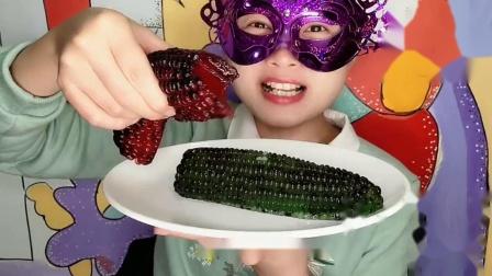 """馋嘴儿妹子吃""""玉米芝麻果冻""""创意甜点好有趣味,Q弹水润吃得香甜"""