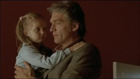 缘是一家人斯特凡带孩子们回到老家,爷爷不满他们迟到