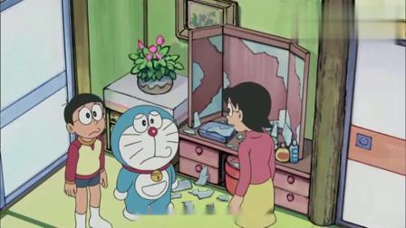 大雄的妈妈被哆啦a梦的谎言镜子骗了,以为自己是世界第一美女