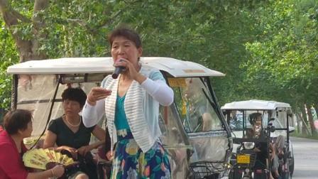 新乡市西工区传承民族文化艺术团      张秀英演唱豫剧《秦雪梅》选段。