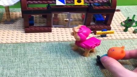 小猪佩奇玩具:乔治又要吵着吃汉堡了,汉堡店没开门只能回家吃了