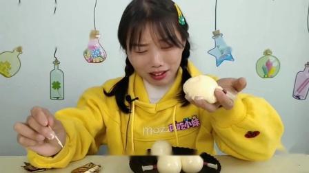 """闺蜜恶作剧:小姐姐吃""""气球布丁"""",Q弹爆浆似奶酪,焦香嫩滑味浓"""