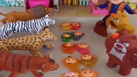 小猪佩奇玩具:乔治佩奇遇到了很多猛兽,熊出没三人把他们藏起来