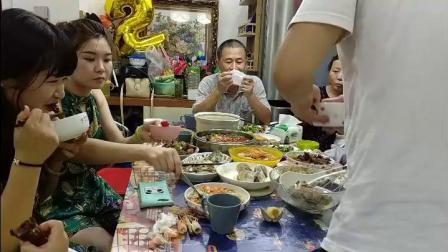 儿子过两岁生日,厨爸展示技艺在家烧了一桌好菜幸福仅此而已