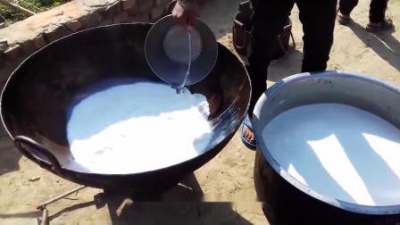 """农村大妈把牛奶煮干做""""另类""""汤圆,1斤30块,城里人一次买10斤"""