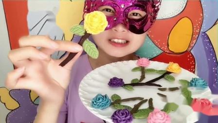 """吃货馋嘴:小姐姐吃""""玫瑰花巧克力"""",五彩花朵绿叶衬,是我向往的生活"""
