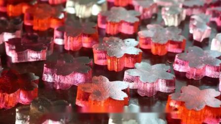 """超普通的""""草莓冰棍"""",小姐姐做成了樱花果冻,孩子们都爱吃!"""
