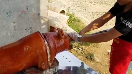 农村小伙学来烤猪技术回村卖,1斤45元,一只纯利润1500块!