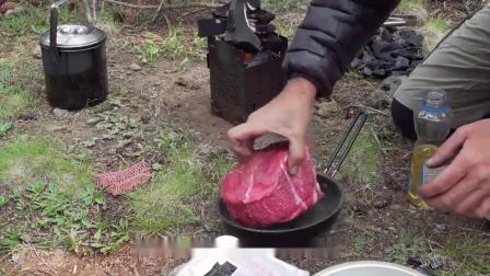 朋友把12cm厚的牛肉直接放锅煎,一煎就是7小时,开盖流口水