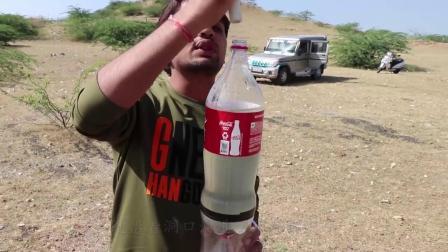 """可乐瓶做的""""火箭""""冲击力有多强?发射瞬间,场面差点失控!"""