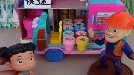 小猪佩奇玩具:乔治佩奇和熊大熊二抢一个快递,到底谁是真的光头强到底该给谁
