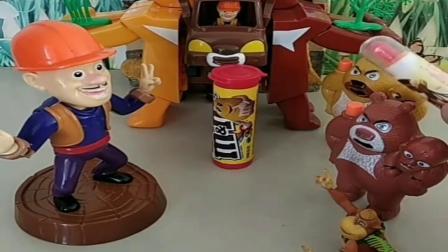 小猪佩奇玩具:光头强决定要把电锯扔了,大家都送给光头强糖果吃,这种感觉真好
