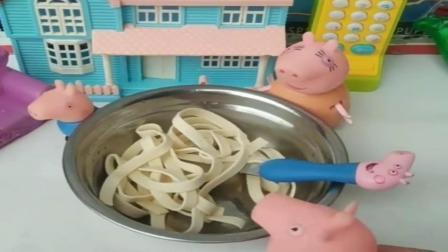 小猪佩奇玩具:乔治不要妈妈喂饭,猪妈妈都生气了,原来乔治是不要妈妈喂饭啊