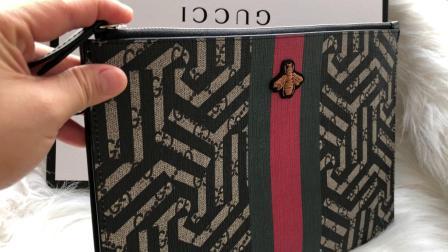 古驰/Gucci几何图案黑色条纹中号手拿包男女通用款分享