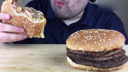 俄罗斯胡须大叔,吃播两个巨无霸汉堡,胃口太好了