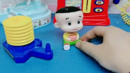 小猪佩奇玩具:大头把乐趣火箭飞没了,乐迪帮助大头到树上寻找
