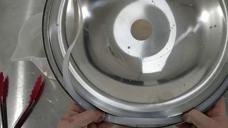 一体机上不锈钢盖子密封圈安装