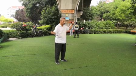 天津空竹 海地76岁的展老师 晨练 倒挂金钟