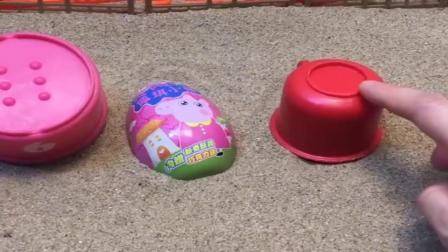 小猪佩奇玩具:乔治佩奇躲妈妈,猪爸爸藏私房钱也躲起来,结果就数猪爸爸倒霉喽