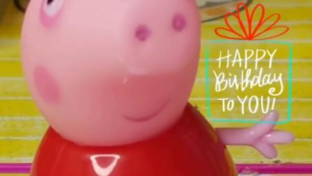 猪爸爸给猪妈妈做的生日蛋糕,乔治和佩奇都送了礼物,还有惊喜呢