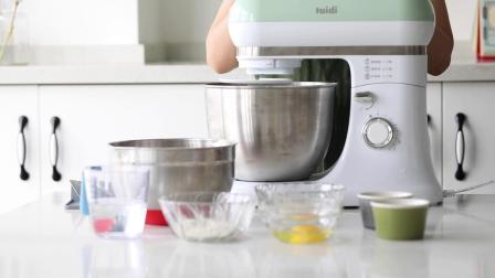 泰的厨师机吐司面包的制作过程