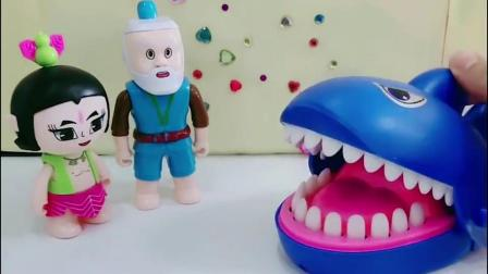 七娃不见了,爷爷和葫芦兄弟去找他,原来蛇精把七娃变成了鲨鱼!