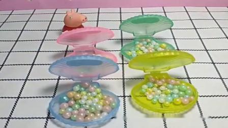 小猪佩奇玩具:佩奇买了珍珠糖糖,小气的佩奇不愿分给小朋友,现在的佩奇真自私