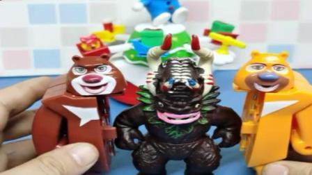 小猪佩奇玩具:熊出没三人准备合体,怪兽僵尸一直冒充的光头强,这是在找打吗