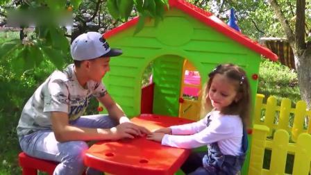 可爱小萝莉:小朋友们和爸爸搭建玩具房子,超赞