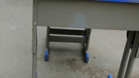 白橡面蓝边双排升降单人课桌