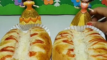 皇后买了火腿面包,怎么看不见火腿呢,肯定是贝儿吃的