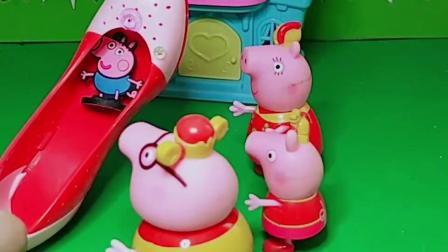 乔治不见了,佩奇很着急,原来乔治躲在猪妈妈的高跟鞋里!
