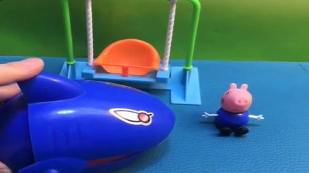小猪佩奇玩具:乔治把球踢到大鲨鱼上,原来这是嘟嘟的玩具鲨鱼,可把乔治吓坏了