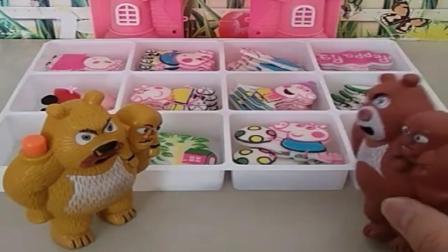 小猪佩奇玩具:乔治在巧克力里面睡着了,熊大熊二也来抢着吃,熊二闻到乔治屁味.mp4