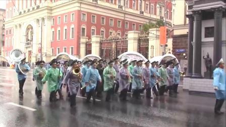 14个国家冒雨参加俄罗斯国际军乐节,网友谁走在中国后面谁尴尬