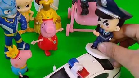 警察要抓怪兽,怪兽还抢了乔治的婴儿车,警察就抓了怪兽