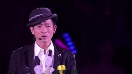 蒙面歌手当着嘉宾的面唱起《忘记你我做不到》,不知多少人听哭了.mp4