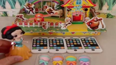 小猪佩奇玩具:僵尸想吃大头的糖果,还想吃乔治的巧克力,大家叫来爸爸打倒