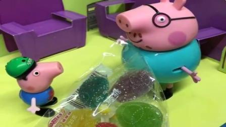 小猪佩奇玩具:乔治的嘴可真甜,见到谁就说自己最喜欢谁,嘴甜的孩子真有糖吃啊.mp4