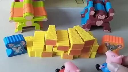 小猪佩奇玩具:猴子老鼠比试力气,乔治佩奇来给大家加油,小老鼠这力气也太大了.mp4
