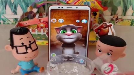 小猪佩奇玩具:汤姆猫想吃僵尸的糖果,还把面膜当成奶瓶糖,大头给汤姆猫做实验.mp4