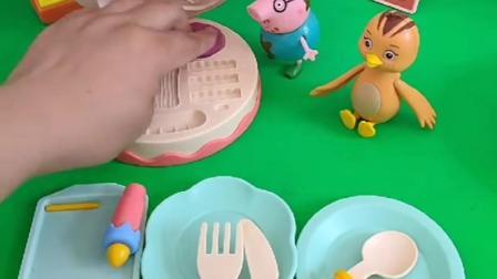猪爸爸开了蛋糕汉堡店,熊二来给熊大买生日蛋糕,猪爸爸给他制作