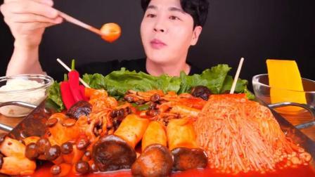 外国吃播吃辣味蘑菇杏鲍菇鱼饼卷金针菇酸甜萝卜