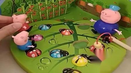 小猪佩奇玩具:猪爷爷给菜园吊虫子,乔治找来鸟妈妈帮忙,乔治还真是聪明啊.mp4