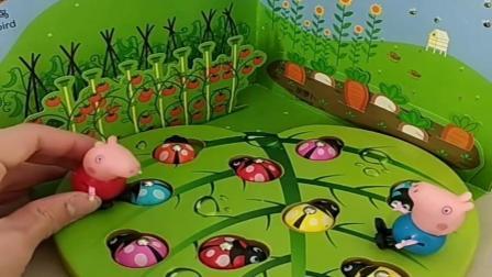 小猪佩奇玩具:鸟妈妈喂孩子吃虫子,乔治佩奇给鸟妈妈带来更多虫子,乔治真善良