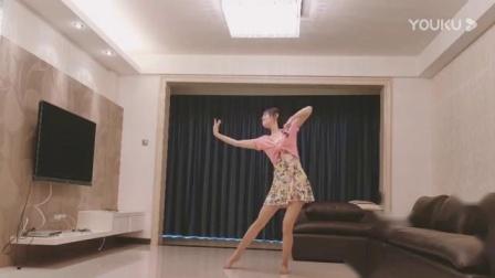 舞蹈桥边姑娘广场舞光脚跳一曲放松心情.mp4