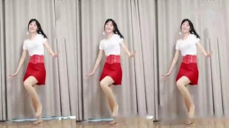这个广场舞有点甜光脚丫跳舞就是舒服.mp4