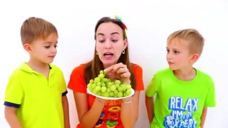 萌娃小可爱有许多气球玩具,各种颜色的气球,萌娃:看我的薯条
