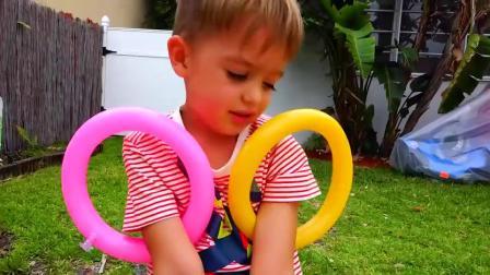 萌娃小可爱有许多气球玩具,还有大恐龙,萌娃:我们的家!